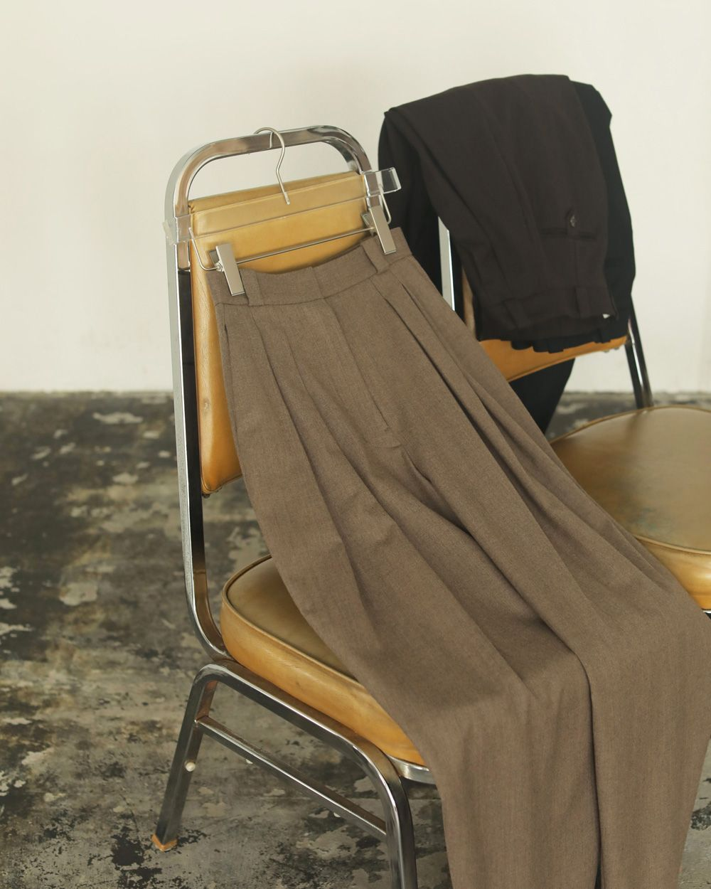 Finewool Tuck Trousers